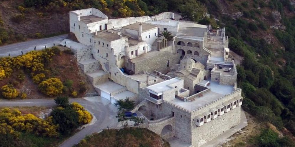 Top λόγοι να επισκεφθείς την Άνδρο – Μέρος 2ο – Μονή Παναχράντου